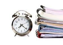 Alarmuhr, Bücher, Exemplarbücher und Faltblätter Lizenzfreie Stockbilder