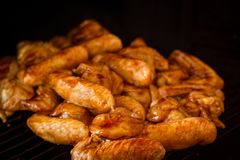 Alas de pollo adobadas Fotografía de archivo