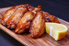 Alas de pollo asadas a la parilla Fotos de archivo
