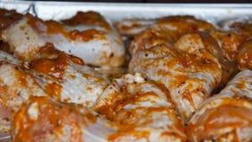 Alas de pollo asadas a la parrilla crudas Imagenes de archivo