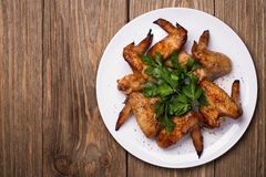 Alas de pollo cocidas en el horno Fotos de archivo