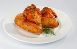 Alas de pollo frito. Fotos de archivo
