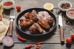 Alas de pollo picantes Imagenes de archivo