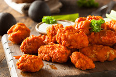 Alas de pollo sin hueso calientes y picantes del búfalo Imagen de archivo