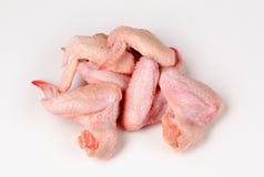 Alas de pollo sin procesar fotos de archivo