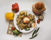Alas y patata de pollo con las verduras Imagen de archivo libre de regalías