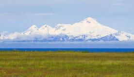 Alaska - öppning för kock för monteringsIliamnavulkan Arkivfoto