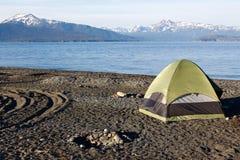 Alaska - acampamento da barraca do cuspe do local Fotografia de Stock Royalty Free