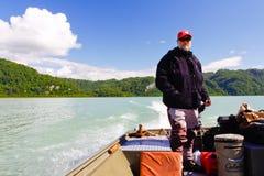 Alaska - barco corriente 2 de la guía de la pesca Fotos de archivo libres de regalías