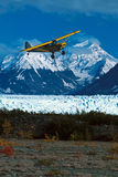 Alaska bush plane landing at Knik Glacier Picknick Table Strip, Stock Photography