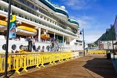 Alaska - de Kant van het Dok van het Schip van de Cruise in Juneau Stock Foto