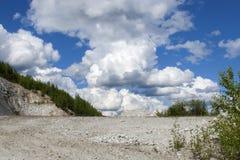 Alaska, de zomerlandschap met blauwe hemel en wolken Stock Afbeeldingen
