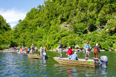 Alaska - folk som fiskar Wolverineliten vik Fotografering för Bildbyråer