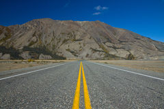Alaska Highway heading past Kluane Lake and seemingly into Sheep Mountain Stock Photo