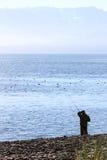 Alaska - homem do local que pesca o louro de Kachemak Imagens de Stock Royalty Free