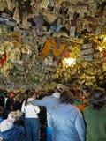 Alaska - homeru Słony Psi bar Wśrodku pieniądze strzału Obraz Royalty Free