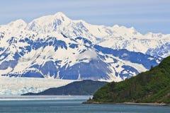 Alaska Hubbard glaciär- och bergutsikt Arkivfoton
