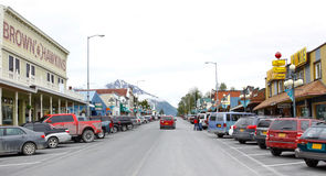 Alaska i stadens centrum Seward 4th gata Royaltyfri Fotografi