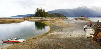 Alaska Kayaking - almuerzo de la orilla Foto de archivo