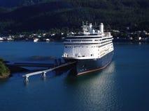 alaska kryssning anslutade den hamnjuneau shipen Arkivfoto