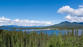 Alaska-Landstraßenstahlbrücke Teslin Yukon Kanada stockbild