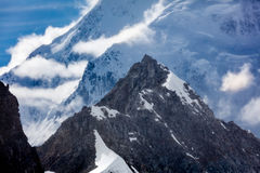 Alaska-Luftlandschaft von Schnee mit einer Kappe bedeckten Bergspitzen Lizenzfreies Stockbild