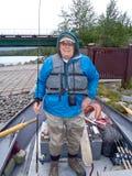 Alaska - Mann betriebsbereit, den oberen Kenai Fluss zu fischen lizenzfreie stockfotos