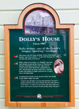 Alaska - marcador histórico da casa de Dollys da rua da angra Foto de Stock Royalty Free