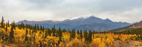 Free Alaska Mountains Landscape Nature Background In Autumn Fall Season. Snow Peaks Panorama Royalty Free Stock Photos - 154851828