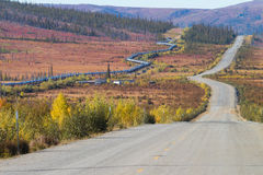 Alaska rurociąg wzdłuż Dalton autostrady Pudhoe zatoka w Alaska Obrazy Stock