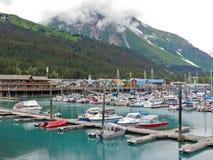 Alaska Seward małej łódki schronienia góra Benson zdjęcia stock