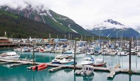 Alaska Seward małej łódki schronienie, góry Fotografia Royalty Free