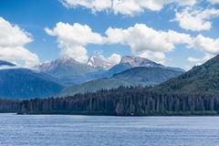 Alaskabo berg in i avstånd Arkivfoton