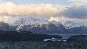 Alaskabo berg och moln Royaltyfri Bild