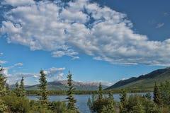 Alaskabo berg sjö Royaltyfri Foto