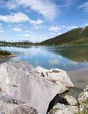Alaskabo berg sjö Royaltyfria Bilder