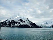 Alaskabo Mountainscape med den alaskabo glaciären Arkivfoto