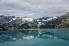 Alaskabo reflexioner Royaltyfria Bilder