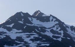Alaskabo Snowcapped berg Royaltyfri Fotografi