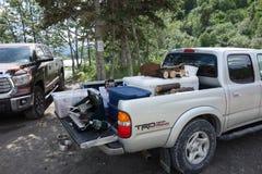 Alaskabor som samlar för en helg av invånare som fiskar endast Fotografering för Bildbyråer