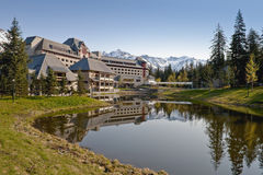 Alaskan resort lodge and lake Royalty Free Stock Photos