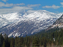 Alaskie góry z chmurami i śniegiem Obraz Stock