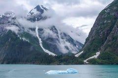 Alaskische Fjorde lizenzfreie stockfotos