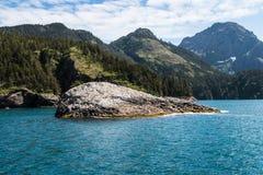 Alaskische Landschaft von Wasser und von Bergen 2 Lizenzfreies Stockfoto