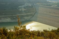 Alassa水坝在25%的缺水 库存图片