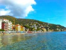 ALASSIO, SAVONA, ITALIË - SEPTEMBER 2017: Beroemde toeristentoevlucht in het westen Ligurian Riviera, gebied San Remo, Kooi D ` A Royalty-vrije Stock Fotografie