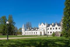 Alatskivi城堡在晴朗的春天之前 库存图片