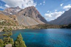 Alaudin jezioro w Fann górach, nabierający Tajikistan w Sierpień 2018 nabierającym hdr zdjęcia stock