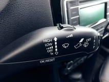 Alavanca do limpador de para-brisa no interior dos carros Foto de Stock