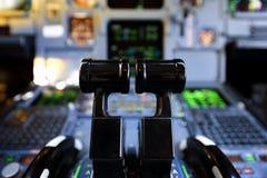 Alavancas da pressão dos aviões Imagens de Stock